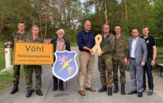 """Übergabe der """"Gelben Schleife"""" an Bgm. Stappert durch den Förderverein Stab DSK e.V."""